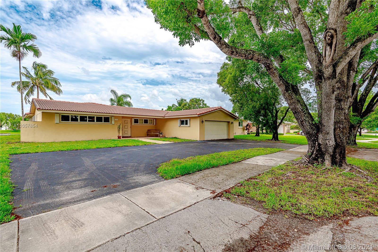 7240 Poinciana Ct, Miami Lakes, FL 33014 - #: A11057854