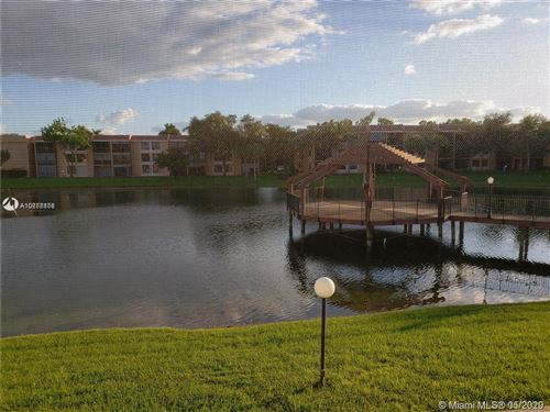 Foto de inmueble con direccion 5615 Coral Lake DR #203 Margate FL 33063 con MLS A10858856