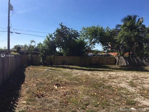 Foto de inmueble con direccion 11620 Canal Dr North Miami FL 33181 con MLS A10861856