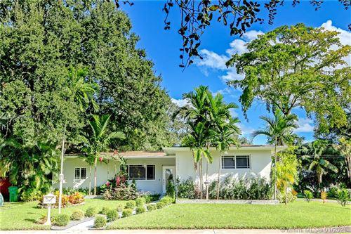 Photo of 17405 NE 12th Ct, North Miami Beach, FL 33162 (MLS # A10980864)