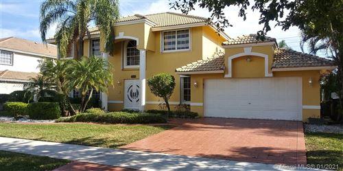 Photo of 930 Greenbriar Ave, Davie, FL 33325 (MLS # A10977871)
