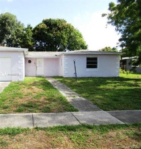 Foto de inmueble con direccion 6901 SW 7th Ct North Lauderdale FL 33068 con MLS A10858872