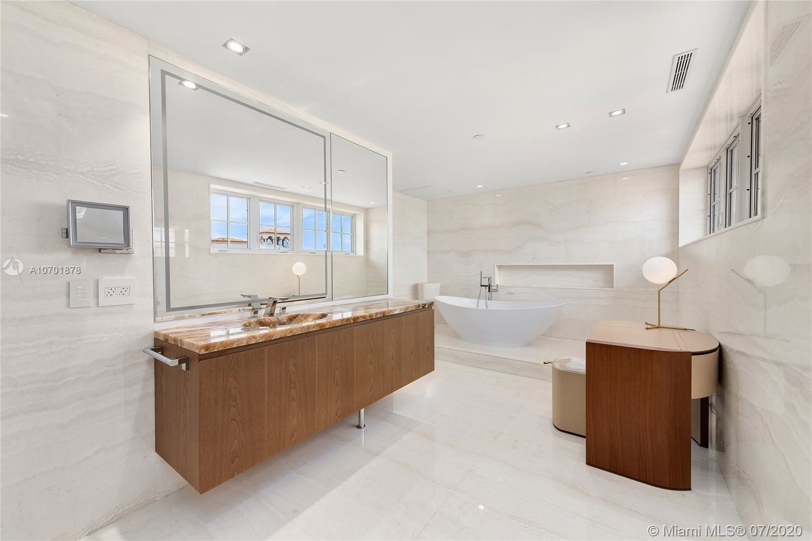 Photo 34 of Listing MLS a10701878 in 5292 Fisher Island Dr #5292 Miami FL 33109