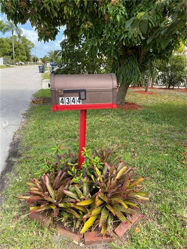 Photo of Listing MLS a10845880 in 4344 Kent Ave Lake Worth FL 33461