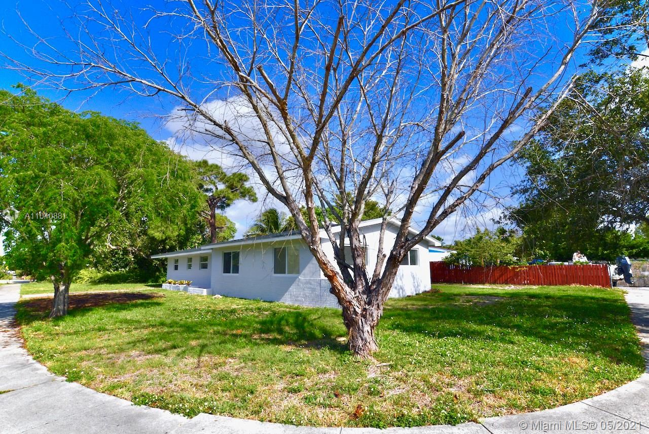 Photo of 3201 SW 22nd St, Fort Lauderdale, FL 33312 (MLS # A11040881)