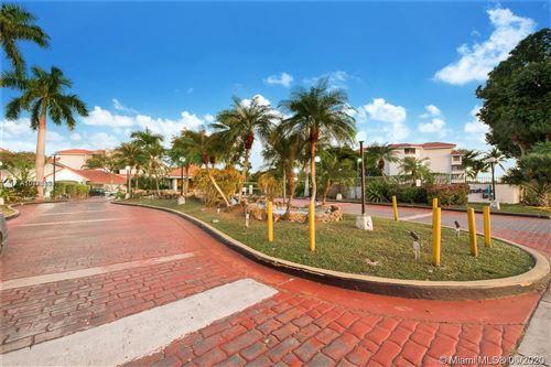 Foto de inmueble con direccion 8275 SW 152nd Ave #D-304 Miami FL 33193 con MLS A10876884