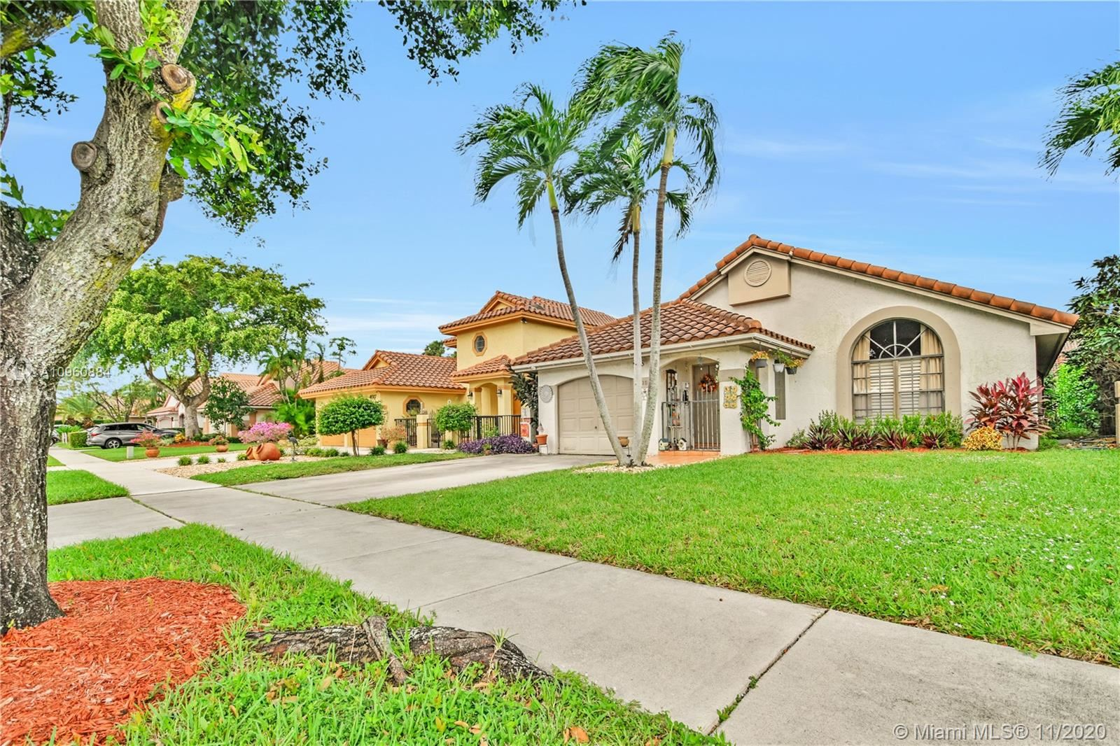 Photo of 4015 NW 5th Dr, Deerfield Beach, FL 33442 (MLS # A10960884)