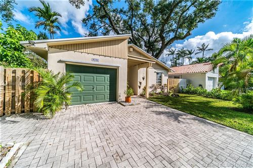 Photo of Listing MLS a10752885 in 5721 SW 42nd St South Miami FL 33155