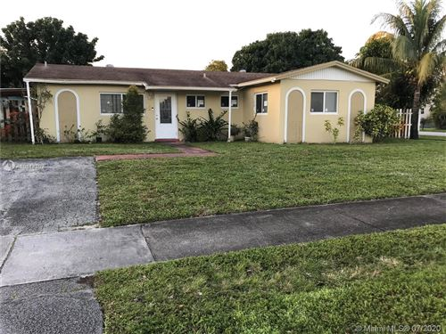 Foto de inmueble con direccion 7208 SW 5th St North Lauderdale FL 33068 con MLS A10814892