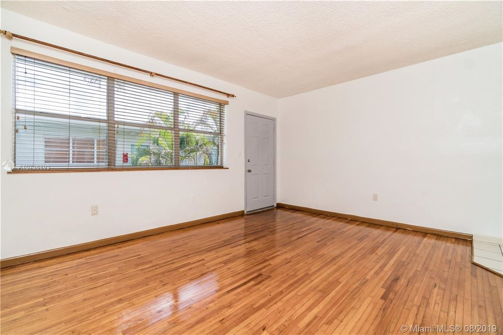 Photo 5 of Listing MLS a10726893 in 1265 Marseille Dr #30 Miami Beach FL 33141