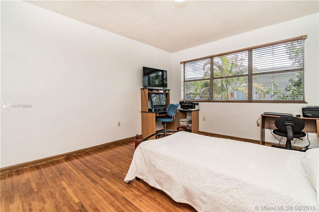 Photo 13 of Listing MLS a10726893 in 1265 Marseille Dr #30 Miami Beach FL 33141