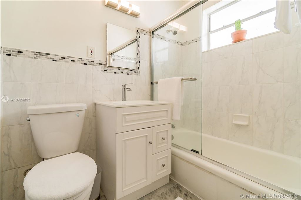 Photo 14 of Listing MLS a10726893 in 1265 Marseille Dr #30 Miami Beach FL 33141