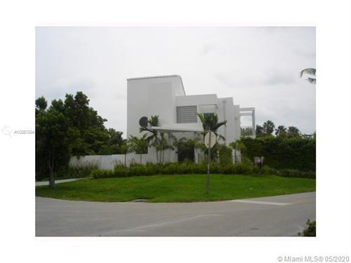 Photo of 705 Curtiswood, Key Biscayne, FL 33149 (MLS # A10861894)
