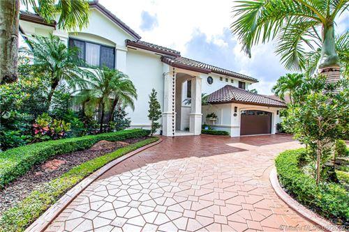 Foto de inmueble con direccion 16029 NW 82nd Pl Miami Lakes FL 33016 con MLS A10908895
