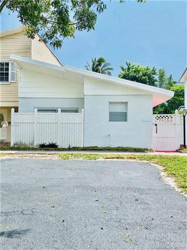 Foto de inmueble con direccion 7960A SW 7th Ct North Lauderdale FL 33068 con MLS A10919895