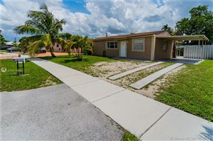 Photo of 4470 SW 23rd St, Fort Lauderdale, FL 33317 (MLS # A10673896)
