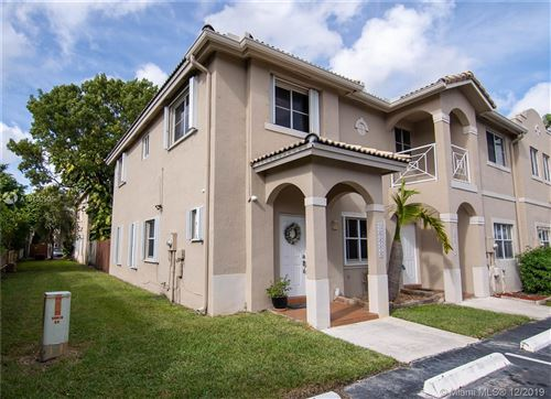 Photo of Listing MLS a10790905 in 16606 NW 72nd Pl Miami Lakes FL 33014