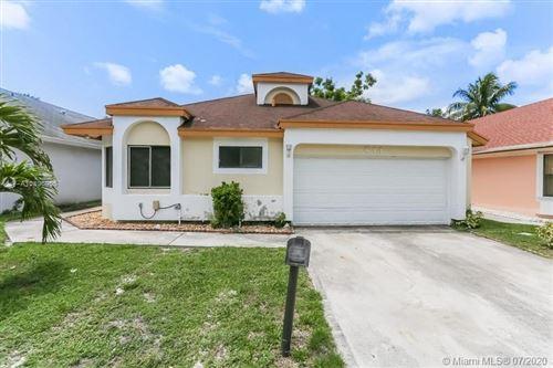 Photo of 811 E Palm Run Dr, North Lauderdale, FL 33068 (MLS # A10896905)