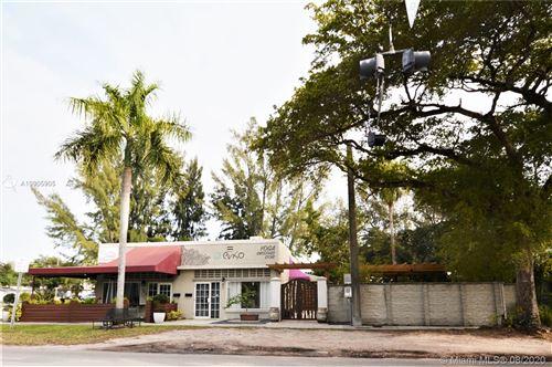 Foto de inmueble con direccion 305 N Royal Poinciana Blvd Miami Springs FL 33166 con MLS A10905905