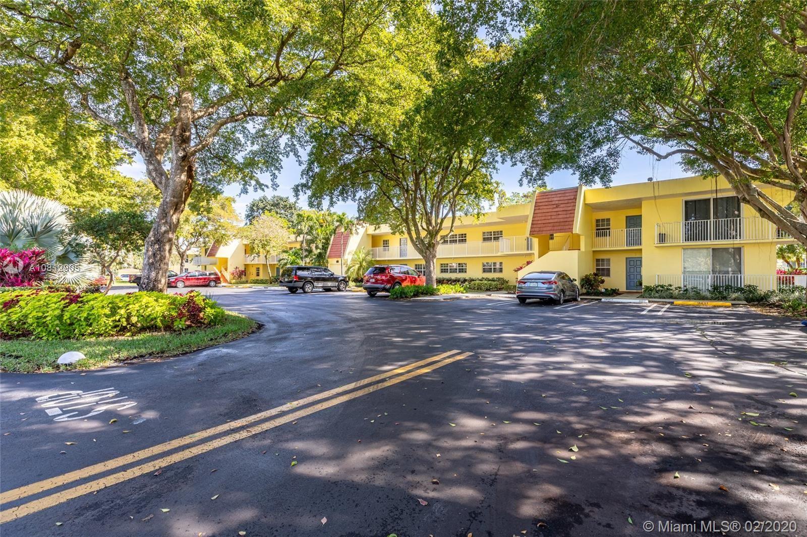 400 Oaks Ln #215, Pompano Beach, FL 33069 - #: A10812905