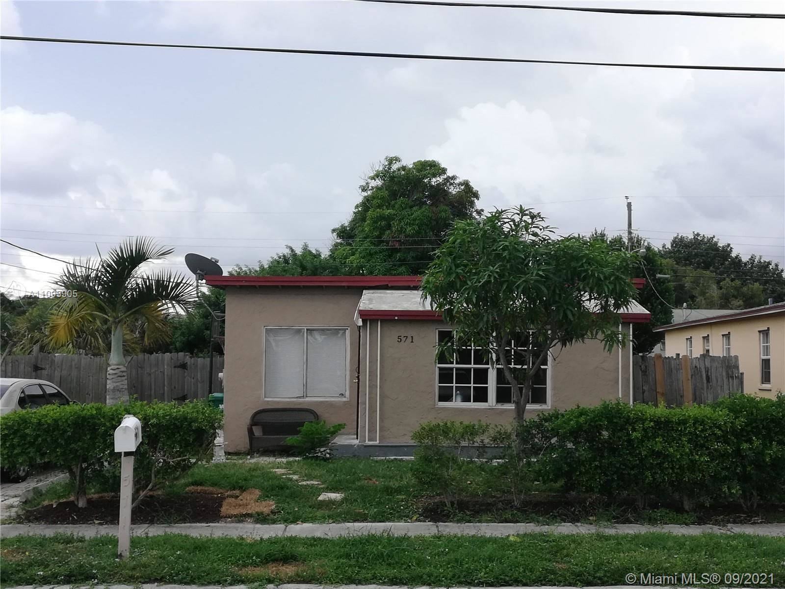 571 W 6th St, Riviera Beach, FL 33404 - #: A11093905