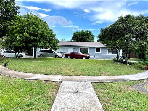 Photo of 499 W Melrose Cir, Fort Lauderdale, FL 33312 (MLS # A11111910)