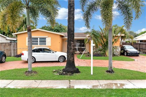 Photo of 610 SW 69th Ave, Pembroke Pines, FL 33023 (MLS # A11056911)