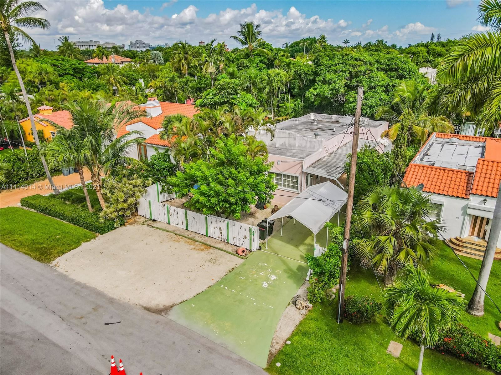 Photo of 521 W 30th St, Miami Beach, FL 33140 (MLS # A11114914)