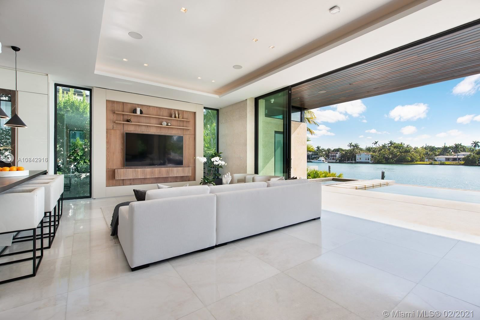 Photo 10 of Listing MLS a10842916 in 160 S Hibiscus Dr Miami Beach FL 33139