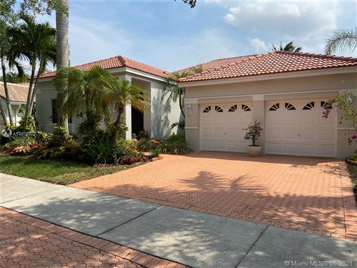 Photo of 646 Heritage Dr, Weston, FL 33326 (MLS # A10976922)