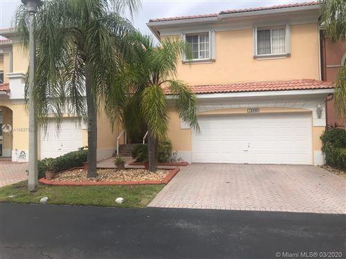 Foto de inmueble con direccion 16309 SW 103rd Ter Miami FL 33196 con MLS A10827926