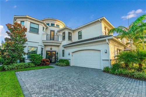 Photo of 9766 Vitrail Ln, Delray Beach, FL 33446 (MLS # A10912927)
