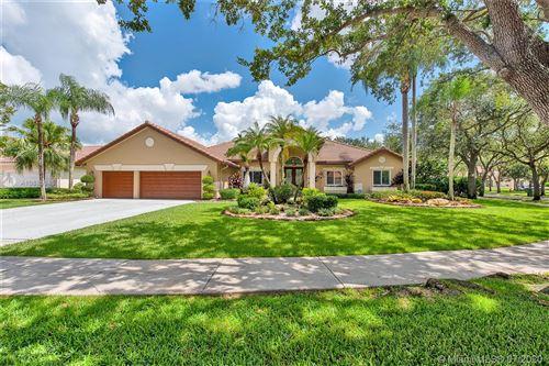 Photo of 1016 Pine Branch Ct, Weston, FL 33326 (MLS # A10885945)