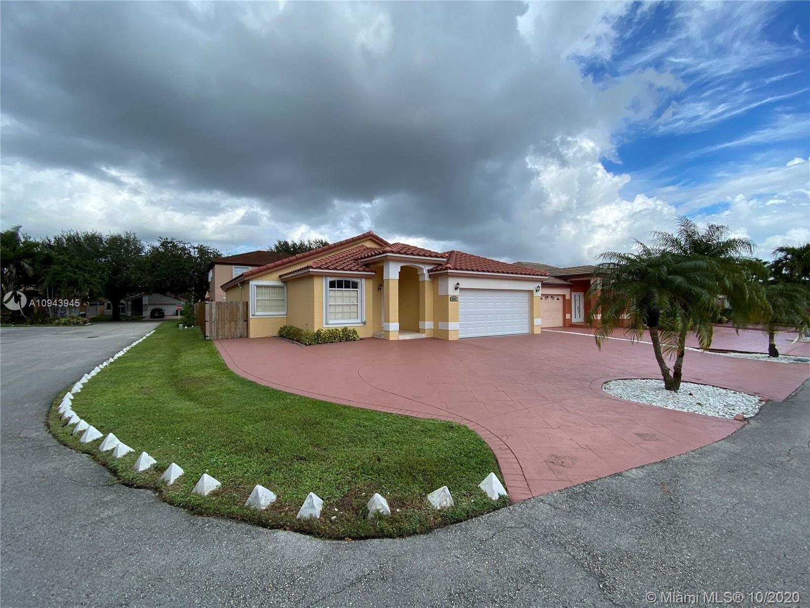8211 NW 201st St, Hialeah, FL 33015 - #: A10943945