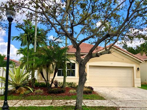 Photo of Listing MLS a10819946 in 812 Tanglewood Cir Weston FL 33327