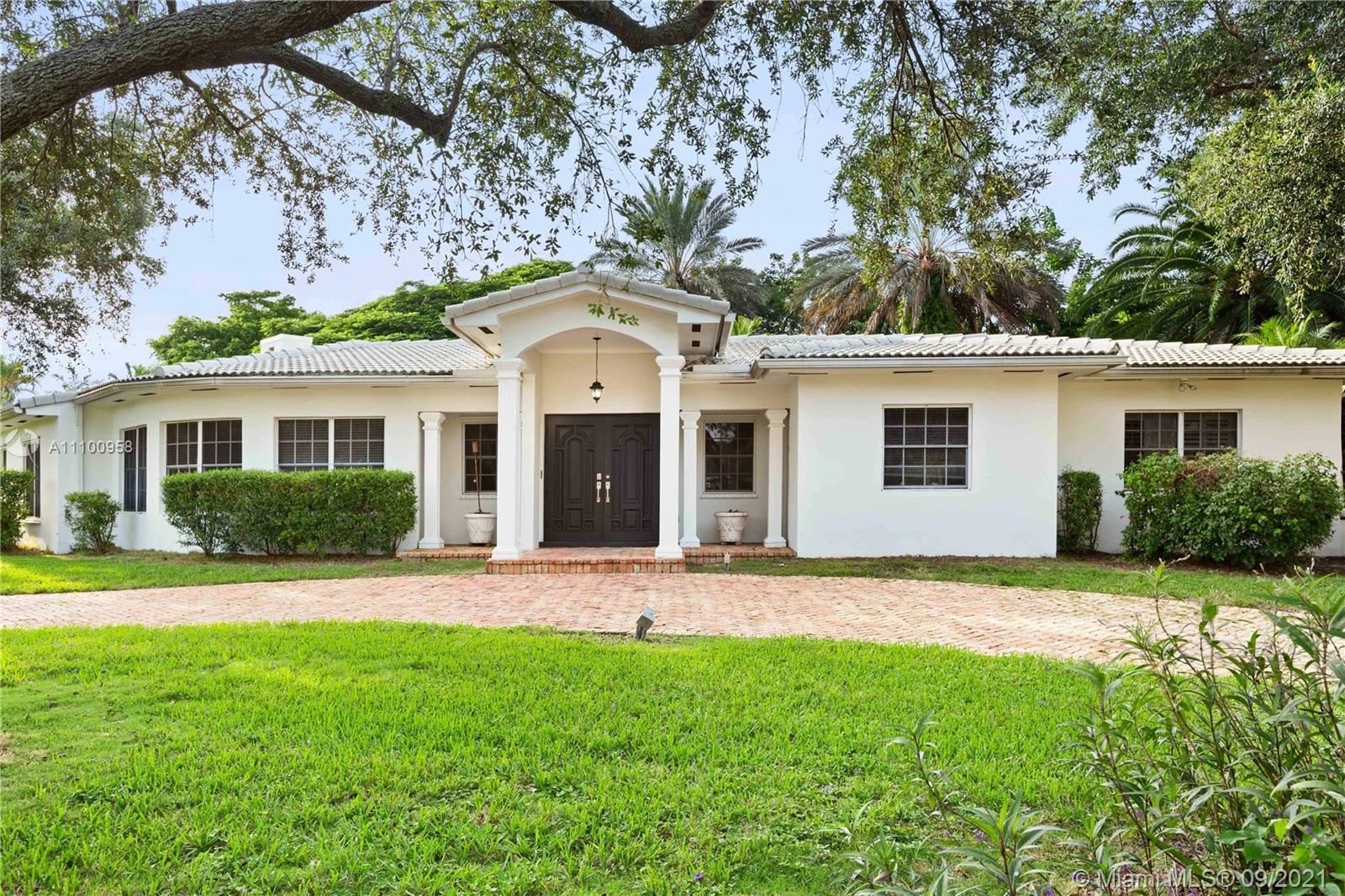 Photo of 505 Luenga Ave, Coral Gables, FL 33146 (MLS # A11100958)