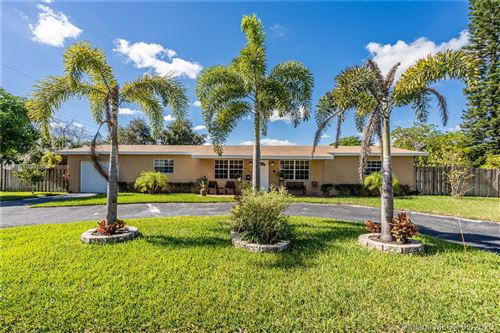 Photo of Listing MLS a10801960 in 902 SW 71st Ave Pembroke Pines FL 33023