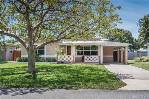 Photo of Listing MLS a10855970 in 4731 NE 3rd Ter Oakland Park FL 33334