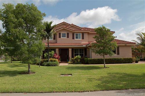 Foto de inmueble con direccion 12981 SW 221st St Miami FL 33170 con MLS A10873973