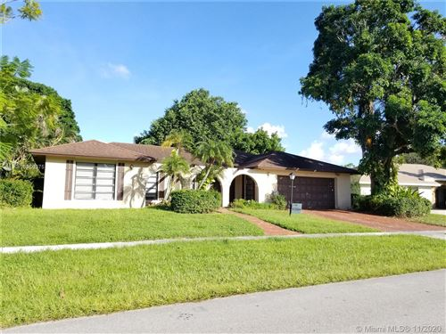 Photo of 1618 The 12th Fairway, Wellington, FL 33414 (MLS # A10956975)