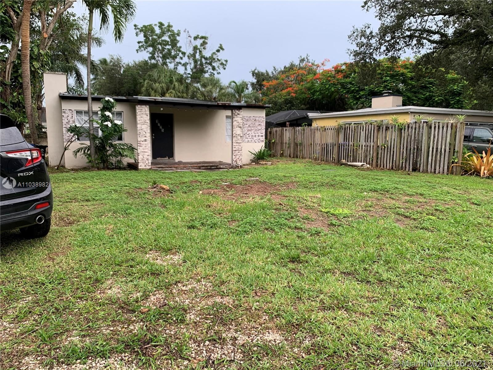 Photo of 1725 SW 14th Ct, Fort Lauderdale, FL 33312 (MLS # A11038982)