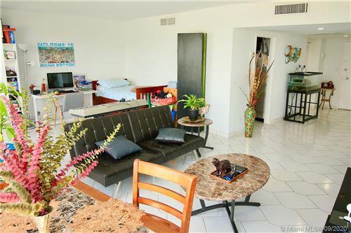 Foto de inmueble con direccion 900 Bay Dr #311 Miami Beach FL 33141 con MLS A10904993