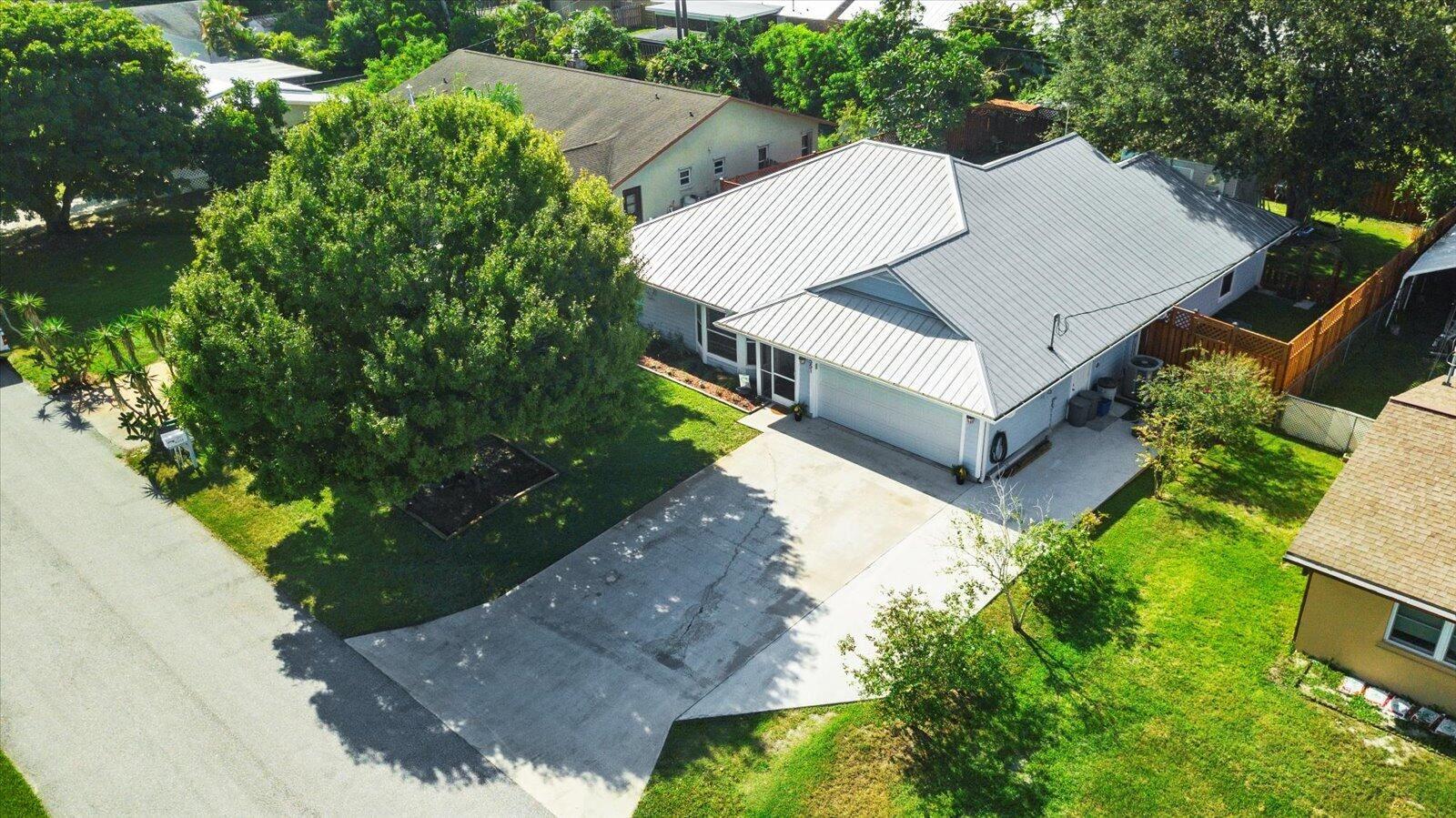 Photo of 6551 SE Clairmont Place, Hobe Sound, FL 33455 (MLS # RX-10745001)