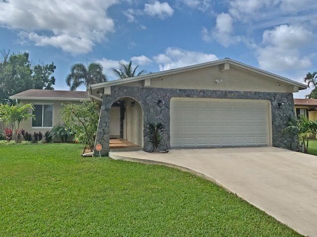 Photo of 214 SE 4th Terrace, Dania Beach, FL 33004 (MLS # RX-10732008)