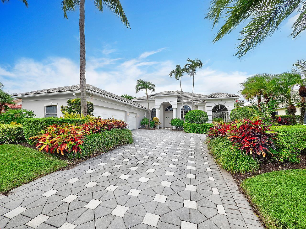 Photo of 22 Bermuda Lake Drive, Palm Beach Gardens, FL 33418 (MLS # RX-10670017)