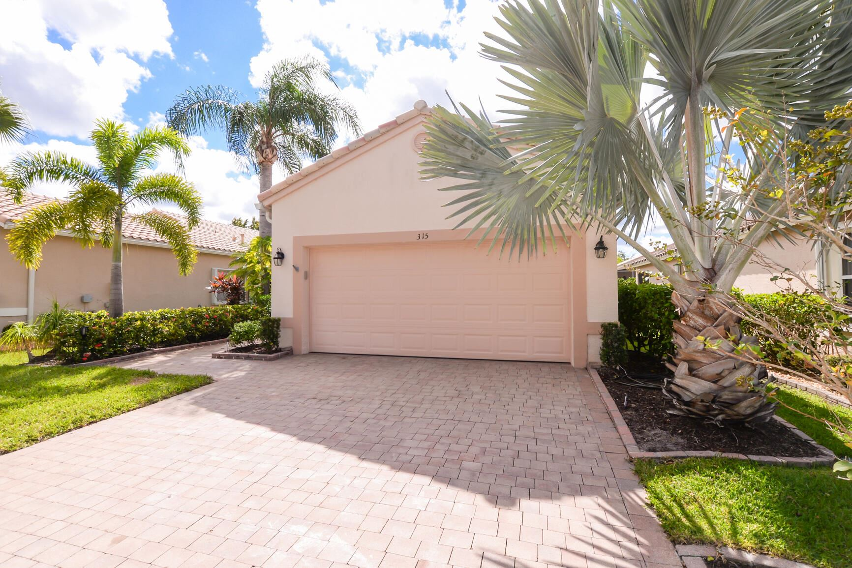 Photo of 315 NW Breezy Point Loop, Port Saint Lucie, FL 34986 (MLS # RX-10749029)