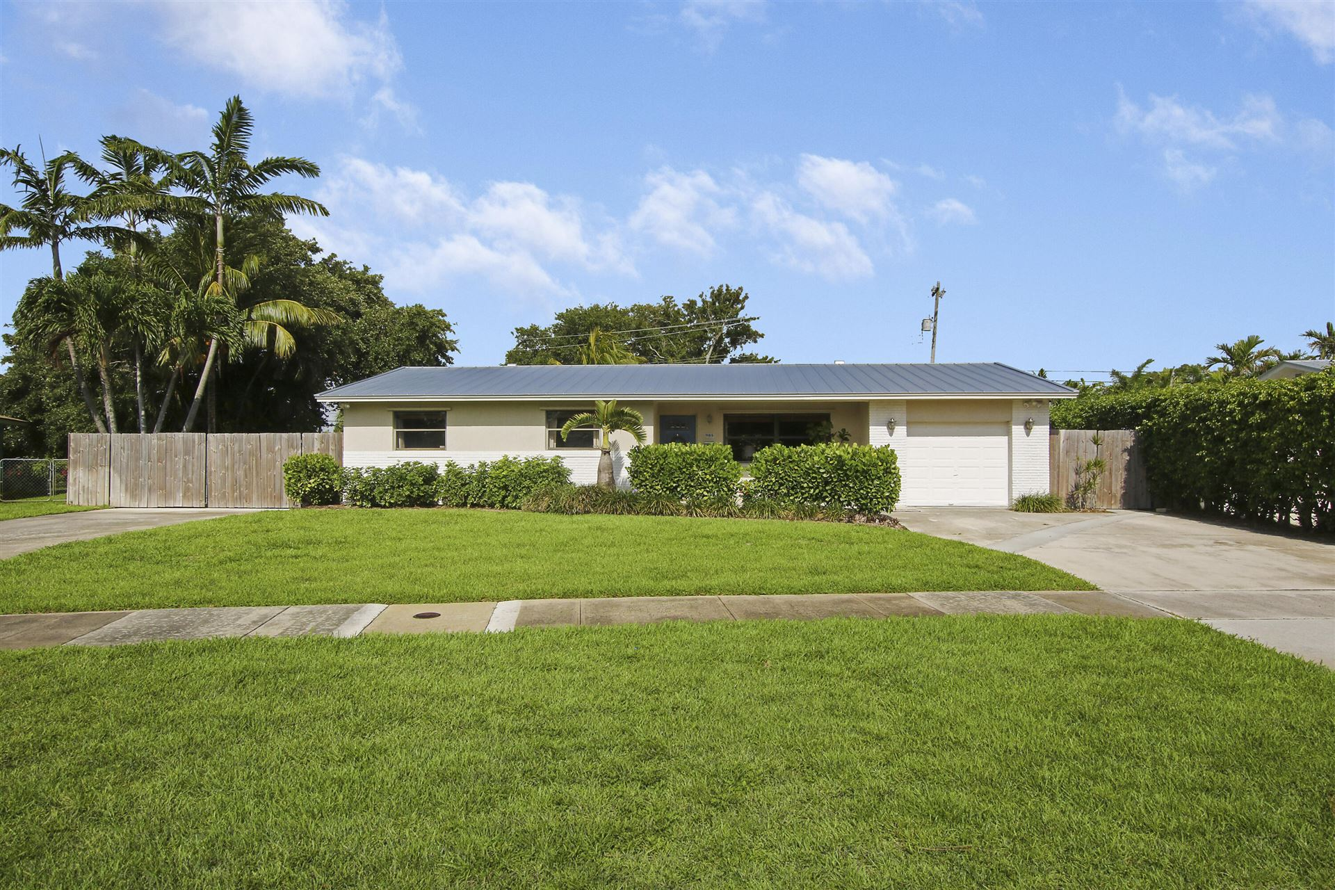 Photo of 985 Laurel Road, North Palm Beach, FL 33408 (MLS # RX-10725054)