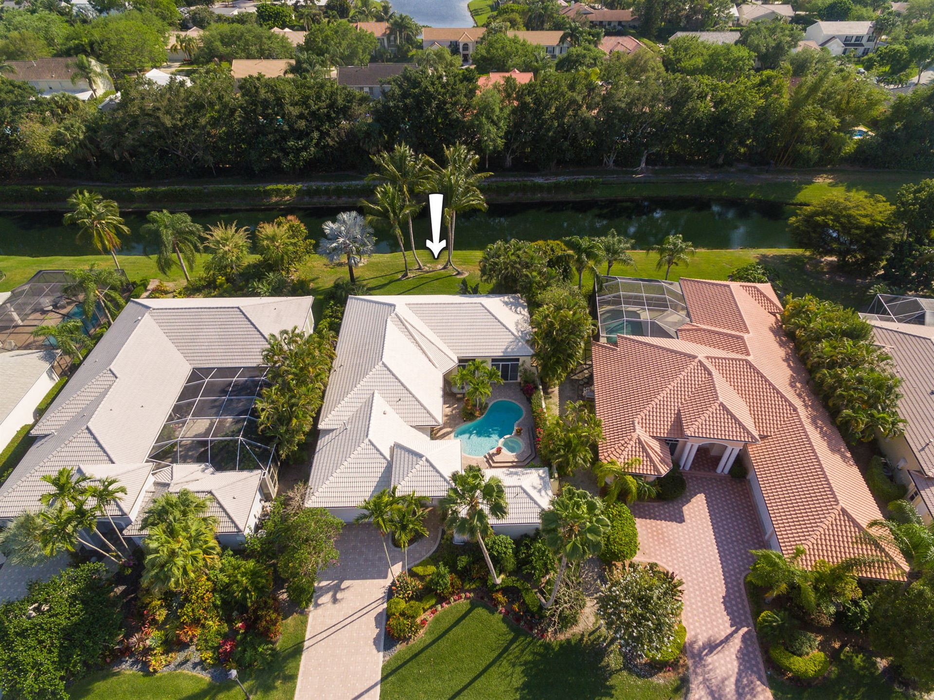 Photo of 35 Bermuda Lake Drive, Palm Beach Gardens, FL 33418 (MLS # RX-10665060)