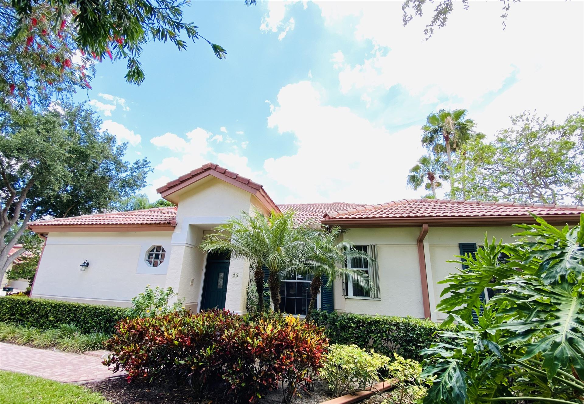 Photo of 25 Porta Vista Circle, Palm Beach Gardens, FL 33418 (MLS # RX-10619081)