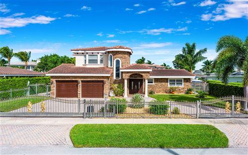 Photo of 773 NE 70th Street, Boca Raton, FL 33487 (MLS # RX-10669096)